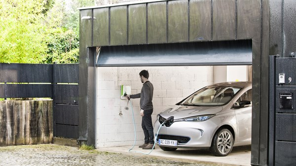 A man plugging in the charger of the Renault ZOE