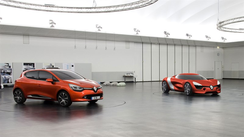 Showcasing Renault CLIO & Renault DEZIR concept car in one picture