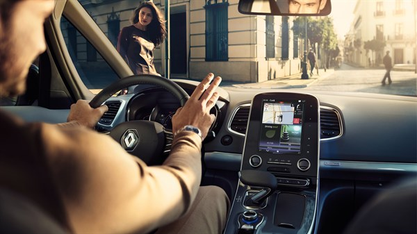 Renault - passenger compartment interior - R-LINK 2 multimedia system integrated in the centre console
