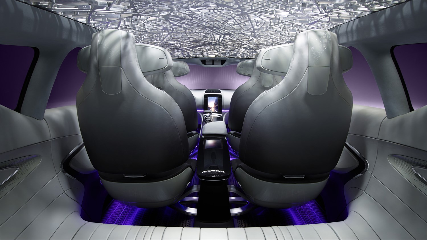 Renault INITIALE PARIS concept car close up picture of the rear of the cabin