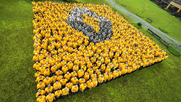People forming Renault Logo